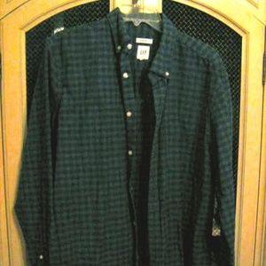 Men's Gap long sleeve shirt